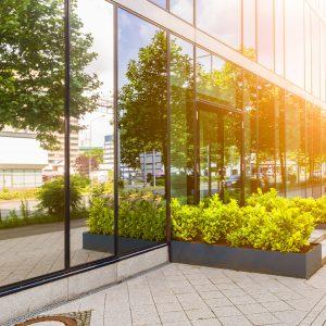 Hitze- Blend- und UV-Schutzfolie für ein Büro und Geschäftshaus
